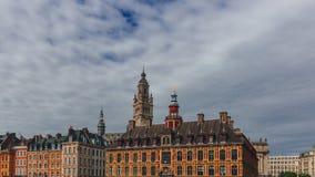 Torre de reloj de la Cámara de edificio del Comercio y edificio de intercambio de la colección antigua, en Lille céntrica, Franci fotografía de archivo libre de regalías