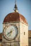 Torre de reloj, trogir Croacia imagenes de archivo
