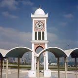 Torre de reloj y horizonte imagenes de archivo