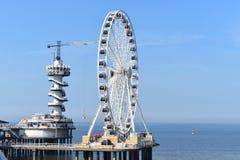 Torre de salto da roda e do tirante com mola de ferris de Scheveningen Fotos de Stock Royalty Free