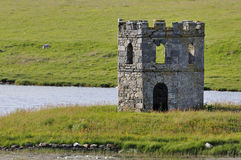 Torre de Scolpaig del lago Fotos de archivo