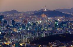 Torre de Seul y horizonte céntrico en Seul, Corea del Sur Fotografía de archivo