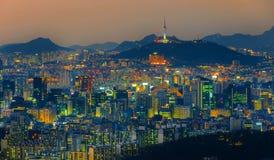 Torre de Seul y horizonte céntrico en Seul, Corea del Sur Foto de archivo libre de regalías