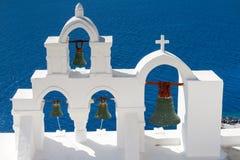 Torre de sino branca em Oia Foto de Stock Royalty Free