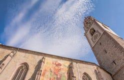 a torre de sino da catedral de São Nicolau em Merano, Bolzano, Tirol sul, Itália Foto de Stock Royalty Free