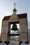 Torre de sino da igreja da ressurreição, cidade de Tomsk, Rússia imagens de stock royalty free