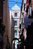 a torre de sino do armeno de san Gregorio em Nápoles foto de stock