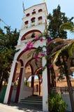 A torre de sino do monastério de Panagia Kalyviani na ilha da Creta, Grécia Imagens de Stock Royalty Free