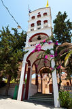 A torre de sino do monastério de Panagia Kalyviani o 25 de julho na ilha da Creta, Grécia O Monaster Fotos de Stock Royalty Free