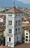 Torre de sino medieval de San Michele in foro foto de stock