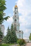 Torre de sino na Trindade-Sergius Lavra. Sergiev Posad, Rússia. Imagem de Stock