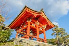Torre de sino no complexo de Kiyomizu-dera em kyoto Imagens de Stock Royalty Free