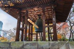 Torre de sino no templo de Zojoji no Tóquio Imagens de Stock Royalty Free