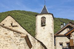 Torre de sino de pedra antiga da igreja em Lleida, Espanha fotografia de stock royalty free