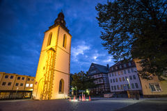 Torre de sino velha giessen Alemanha na noite imagem de stock royalty free