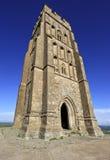 A torre de St Michael no Tor de Glastonbury, Somerset, Inglaterra, Reino Unido imagens de stock