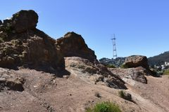 Torre de Sutro como visto de Corona Heights Park, 2 imagens de stock royalty free