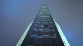Torre de time lapse de un rascacielos almacen de metraje de vídeo