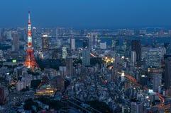 Torre de Tokio vista de Roppongi Hills en Tokio, Japón Fotografía de archivo libre de regalías