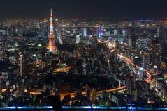 Torre de Tokio vista de Roppongi Hills en Tokio, Japón Imagen de archivo libre de regalías