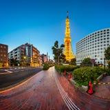 Torre de Tokio y calle por la mañana, Minato, Tokio de Shibakoen, Imagenes de archivo