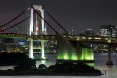 Torre de Tokio y el puente del arco iris en Tokio, Japón Fotos de archivo