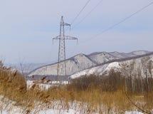 Torre de um cano principal elétrico de alta tensão fotografia de stock