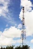 Torre de uma comunicação celular Imagens de Stock