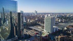 Torre de Unicredit e Porta Garibaldi Station, Milão, residências do arranha-céus de Porta Nuova, Itália Imagens de Stock