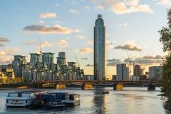 Torre de Vauxhall na luz do por do sol fotos de stock royalty free