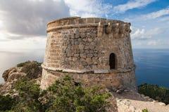 A torre de vigia do pirata perto de Es Vedra Foto de Stock
