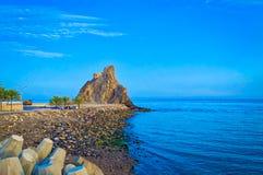 Torre de vigia em um monte no litoral de Muscat Fotografia de Stock Royalty Free