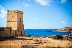 Torre de vigia de Malta Ghajn Tuffieha fotografia de stock