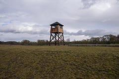 Torre de vigia militar em um campo de concentra??o fotos de stock royalty free