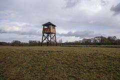 Torre de vigia militar em um campo de concentra??o fotografia de stock