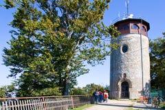 Torre de vigia na parte superior, monte Hostyn perto da vagem Hostynem de Bystrice, República Checa Lugar mariano de Iimportant d Fotos de Stock