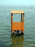 Torre de vigia no fim do lago acima Foto de Stock Royalty Free