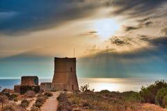 Torre de vigia pequena em Malta Torre de Ghajn Tuffieha imagens de stock royalty free