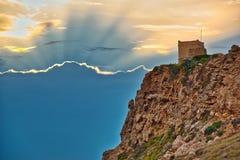 Torre de vigia pequena em Malta Torre de Ghajn Tuffieha fotografia de stock royalty free
