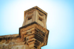 Torre de vigia sobre as paredes fortificadas em Valletta Fotos de Stock