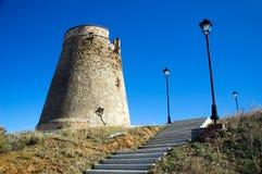 Torre defensiva con las escaleras fotografía de archivo libre de regalías