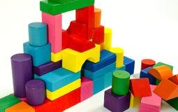 Torre dei blocchetti variopinti di legno del giocattolo Fotografia Stock
