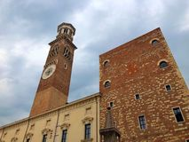 Torre dei Lamberti, Verona, Italien Royaltyfri Foto