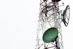 Torre dei riflettori parabolici di comunicazione Immagini Stock Libere da Diritti