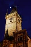 Torre del ayuntamiento viejo en Praga, República Checa fotografía de archivo