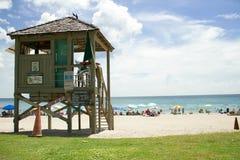Torre del bagnino della spiaggia Immagine Stock