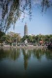Torre del budismo del chino tradicional del templo del nanputuo Imágenes de archivo libres de regalías