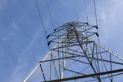 Torre del campo elettrico con orizzonte blu Immagini Stock Libere da Diritti