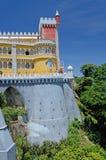 Torre del castello di Pena e parete, Sintra, Portogallo Immagine Stock