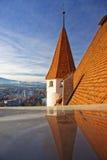 Torre del castello di Thun con panorama della città e delle alpi Fotografie Stock Libere da Diritti